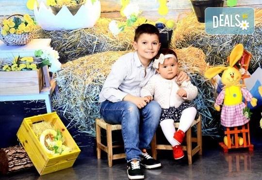 Великденска фотосесия в студио с 3 различни декора, 160-180 кадъра и подарък Фотокнига, от Photosesia.com - Снимка 6
