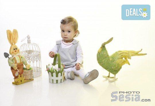 Великденска фотосесия в студио с 3 различни декора, 160-180 кадъра и подарък Фотокнига, от Photosesia.com - Снимка 4