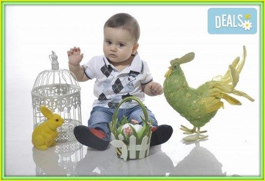 Великденска фотосесия в студио с 3 различни декора, 160-180 кадъра и подарък Фотокнига, от Photosesia.com - Снимка 3