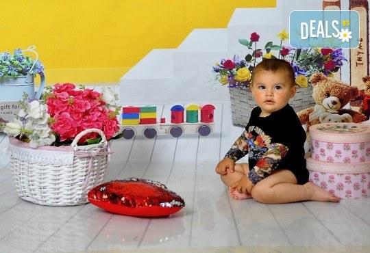 Великденска фотосесия в студио с 3 различни декора, 160-180 кадъра и подарък Фотокнига, от Photosesia.com - Снимка 1