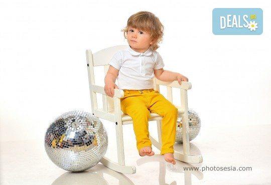 Великденска фотосесия в студио с 3 различни декора, 160-180 кадъра и подарък Фотокнига, от Photosesia.com - Снимка 7