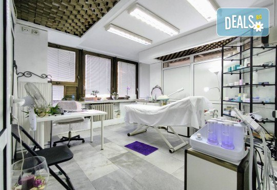 Луксозна Кралска терапия за лице - с механична екстракция, водно дермабразио, ултразвуков и RF лифтинг с подмладяващи серуми от Esthetic Center Adoree - Снимка 2