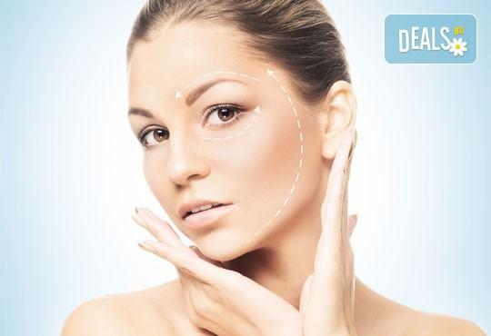 Луксозна Кралска терапия за лице - с механична екстракция, водно дермабразио, ултразвуков и RF лифтинг с подмладяващи серуми от Esthetic Center Adoree - Снимка 1