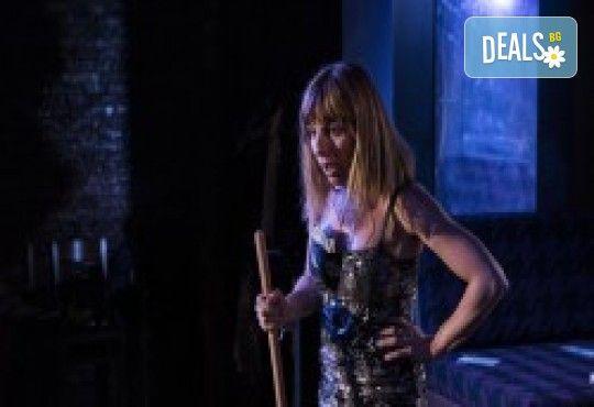 Комедията Поп фолк хроники: бели птици и куршуми на 23-ти май (неделя) в Малък градски театър Зад канала - Снимка 23