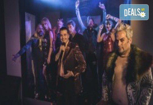 Комедията Поп фолк хроники: бели птици и куршуми на 23-ти май (неделя) в Малък градски театър Зад канала - Снимка 8