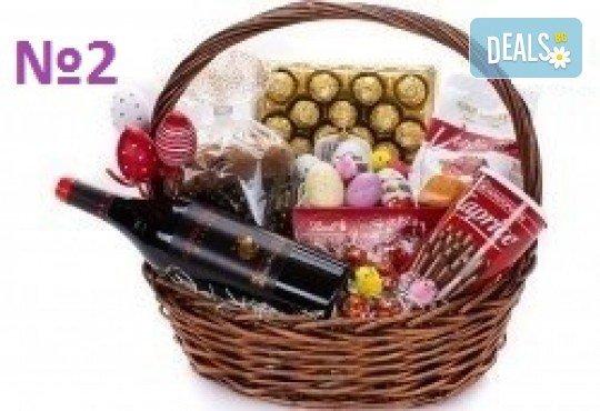 Подаръчни кошници за Великден! 5 различни варианта, пълни с изкушения и тематично украсени, подходящи за подарък на важни клиенти или партньори - Снимка 2