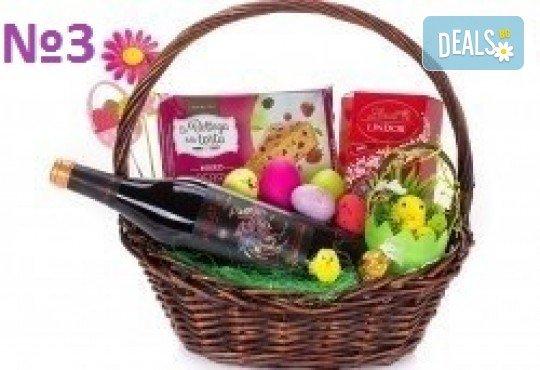 Подаръчни кошници за Великден! 5 различни варианта, пълни с изкушения и тематично украсени, подходящи за подарък на важни клиенти или партньори - Снимка 3