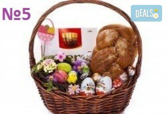 Подаръчни кошници за Великден! 5 различни варианта, пълни с изкушения и тематично украсени, подходящи за подарък на важни клиенти или партньори - Снимка 5