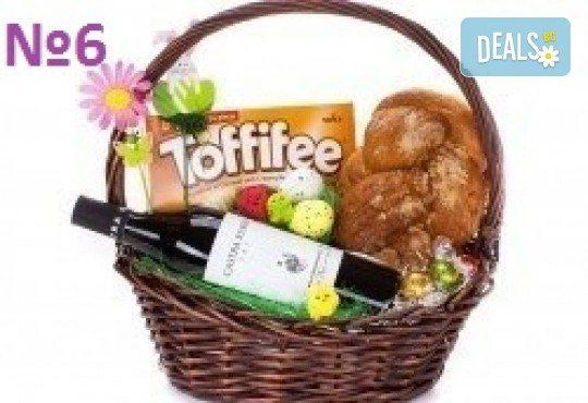 Подаръчни кошници за Великден! 5 различни варианта, пълни с изкушения и тематично украсени, подходящи за подарък на важни клиенти или партньори - Снимка 6