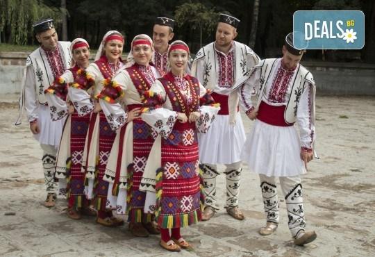 Запознайте се с автентичния български фолклор! 5 посещения на народни танци в клуб за народни танци Хороводец - Снимка 4