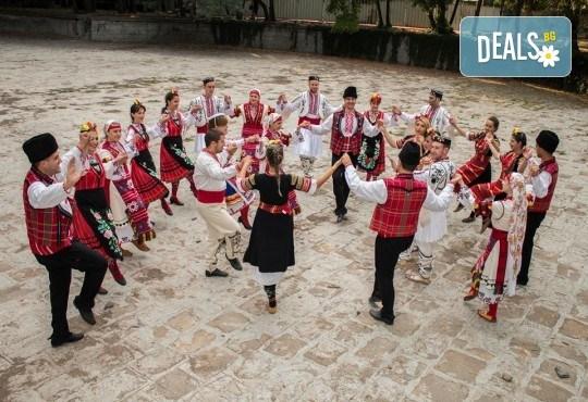 Запознайте се с автентичния български фолклор! 5 посещения на народни танци в клуб за народни танци Хороводец - Снимка 8