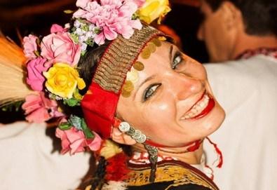 Красиво тяло! 5 посещения на занимания по народни танци в зала Dance It - Снимка