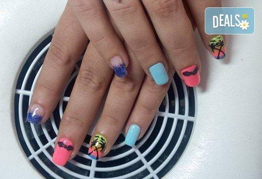 Лято е! Mаникюр или маникюр + педикюр с гел лак BlueSky, 2 или 4 декорации, вграждане на камъчета и ефекти от Салон Мечта - Снимка 9