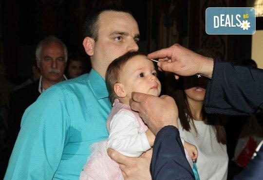 Фотозаснемане на кръщение до 1 час, с неограничен брой кадри, фотосесия, фотокнига А4 и подарък DVD - Снимка 9