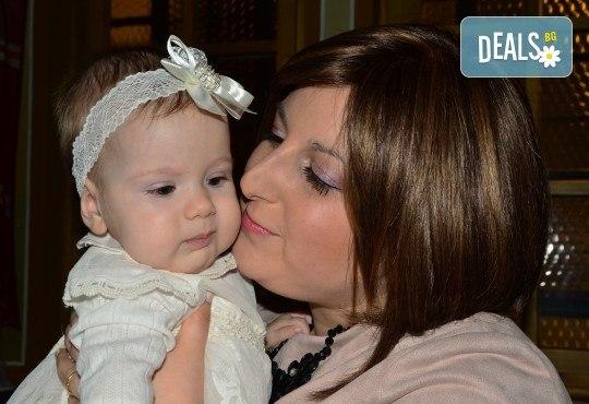 Фотозаснемане на кръщение до 1 час, фотосесия, фотокнига А4 и подарък
