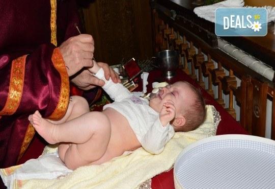 Фотозаснемане на кръщение до 1 час, с неограничен брой кадри, фотосесия, фотокнига А4 и подарък DVD - Снимка 19