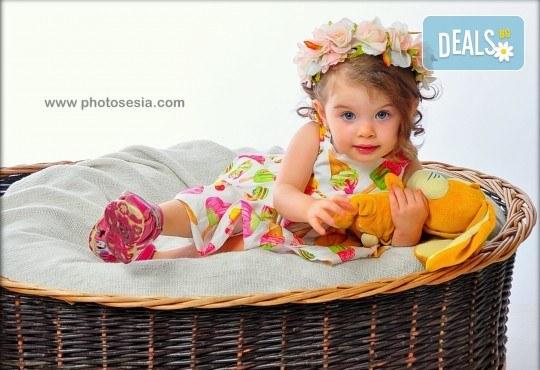 Есенни декори! Семейна, детска или фотосесия за влюбени + подарък фотокнига от Photosesia.com - Снимка 1