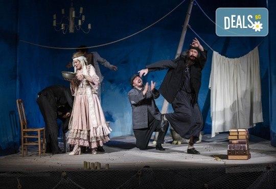 Комедията Зорба с Герасим Георгиев - Геро в Малък градски театър Зад канала на 19-ти май (сряда) - Снимка 6