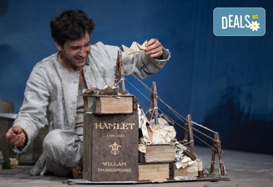 Комедията Зорба с Герасим Георгиев - Геро в Малък градски театър Зад канала на 19-ти май (сряда) - Снимка 8