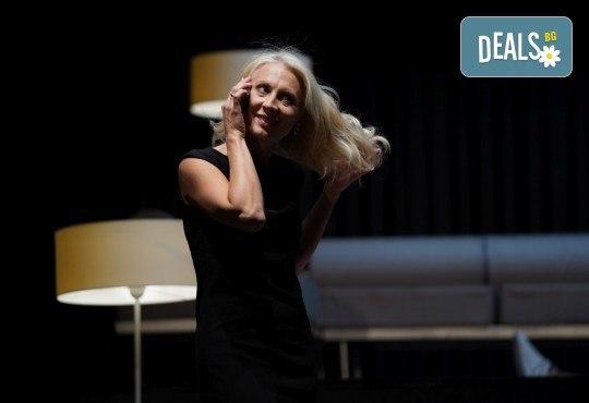 Гледайте Весела Бабинова, Христо Пъдев и Анастасия Лютова в Сцени от един семеен живот на 03-ти юни (четвъртък) в Малък градски театър Зад канала - Снимка 7