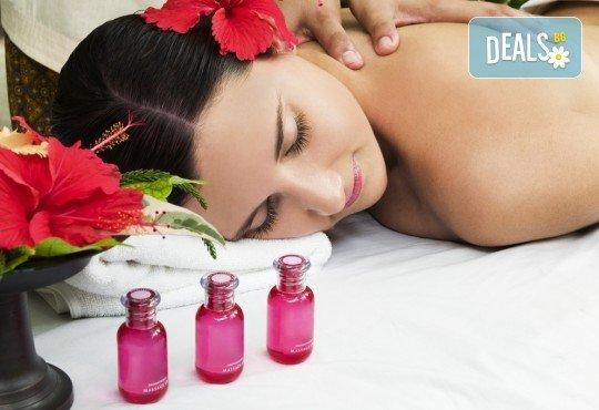 70-минутна СПА терапия Хаваи - масаж на цяло тяло и глава с ванилия и бергамонт, рефлексотерапия на стъпала и длани и масажно ексфолиране на цялото тяло с ванилови соли и шеа в Wellness Center Ganesha Club - Снимка 2