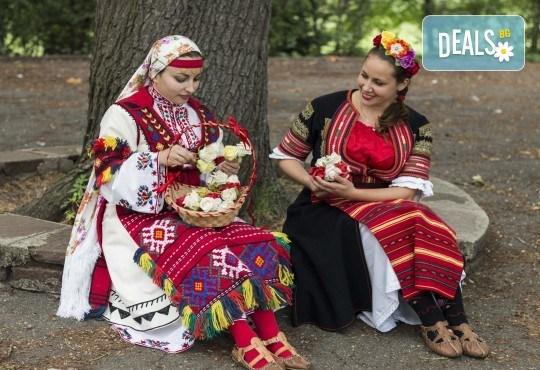 Запознайте се с автентичния български фолклор! 5 посещения на народни танци в клуб за народни танци Хороводец - Снимка 3