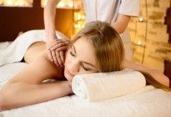 45-минутен лечебен и болкоуспокояващ масаж на гръб - 1 или 3 процедури в салон за красота Слънчев ден - Снимка