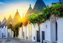 Красотата на Южна Италия! 3 нощувки със закуски в хотел 3*, транспорт, посещение на Неапол, Позитано, вулкана Везувий, Помпей и китни италиански села с България Травъл - Снимка