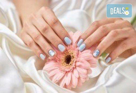 Маникюр с гел лак! Богат каталог цветове Gel.it или BlueSky в Салон за красота B Beauty до Mall of Sofia - Снимка 1