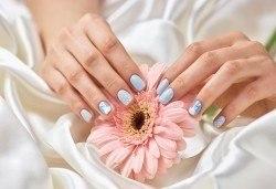 Маникюр с гел лак! Богат каталог цветове Gel.it или BlueSky в Салон за красота B Beauty до Mall of Sofia - Снимка