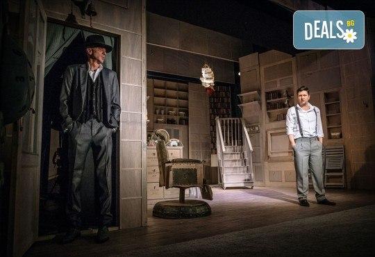 Гледайте Асен Блатечки и Малин Кръстев в постановката Зимата на нашето недоволство на 26-ти юни (събота) в Малък градски театър Зад канала - Снимка 17