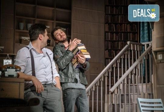 Гледайте Асен Блатечки и Малин Кръстев в постановката Зимата на нашето недоволство на 26-ти юни (събота) в Малък градски театър Зад канала - Снимка 12