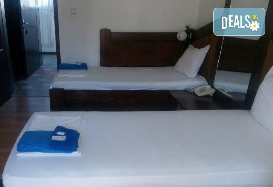 Релакс в СПА хотел Виктория, Брацигово! 1 нощувка със закуска, обяд и вечеря и ползване на басейн, безплатно за дете до 5.99 години - Снимка 13