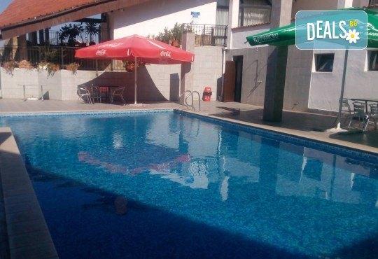 Релакс в СПА хотел Виктория, Брацигово! 1 нощувка със закуска, обяд и вечеря и ползване на басейн, безплатно за дете до 5.99 години - Снимка 24
