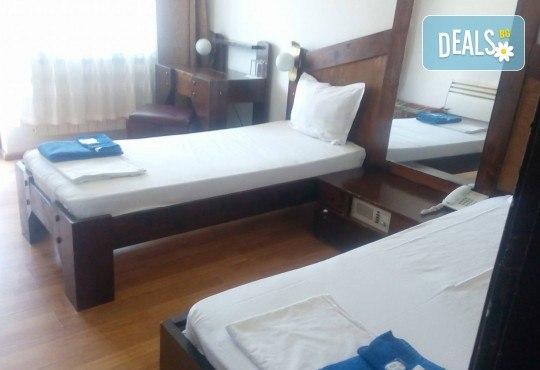 Релакс в СПА хотел Виктория, Брацигово! 1 нощувка със закуска, обяд и вечеря и ползване на басейн, безплатно за дете до 5.99 години - Снимка 12