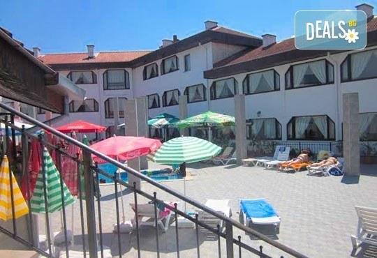Релакс в СПА хотел Виктория, Брацигово! 1 нощувка със закуска, обяд и вечеря и ползване на басейн, безплатно за дете до 5.99 години - Снимка 4