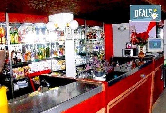 Релакс в СПА хотел Виктория, Брацигово! 1 нощувка със закуска, обяд и вечеря и ползване на басейн, безплатно за дете до 5.99 години - Снимка 17
