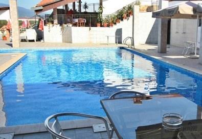 Релакс в СПА хотел Виктория, Брацигово! 1 нощувка със закуска, обяд и вечеря и ползване на басейн, безплатно за дете до 5.99 години - Снимка