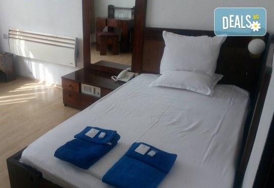 Релакс в СПА хотел Виктория, Брацигово! 1 нощувка със закуска и ползване на басейн, безплатно за дете до 5.99 години - Снимка 14