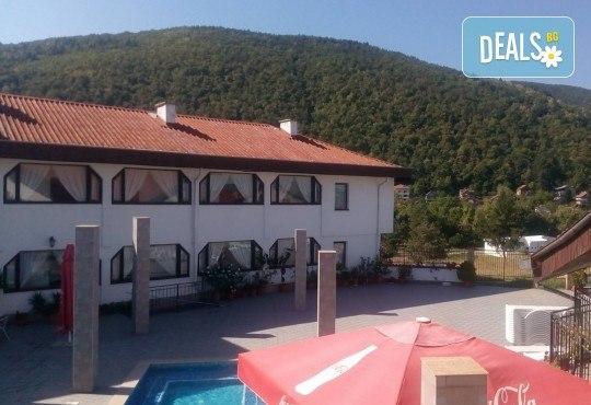 Релакс в СПА хотел Виктория, Брацигово! 1 нощувка със закуска и ползване на басейн, безплатно за дете до 5.99 години - Снимка 25