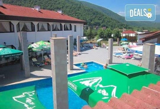 Релакс в СПА хотел Виктория, Брацигово! 1 нощувка със закуска и ползване на басейн, безплатно за дете до 5.99 години - Снимка 1