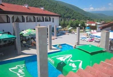 Релакс в СПА хотел Виктория, Брацигово! 1 нощувка със закуска и ползване на басейн, безплатно за дете до 5.99 години - Снимка