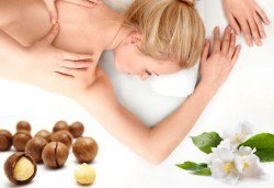 Релаксиращ арома масаж на гръб с етерични масла от жасмин или цитрус в Chocolate Studio - Снимка
