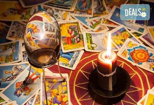 Погледни в бъдещето си! Карти Таро - консултация в кабинет за личностното развитие в салон Женско царство в Центъра - Снимка 2