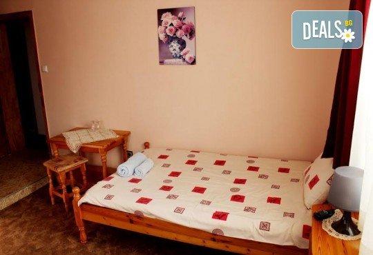 Почивка за ДВАМА в Добринище! 2 нощувки със закуски и 1 вечеря за ДВАМА в къща за гости Андрееви - Снимка 4