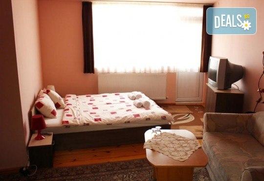 Почивка за ДВАМА в Добринище! 2 нощувки със закуски и 1 вечеря за ДВАМА в къща за гости Андрееви - Снимка 10