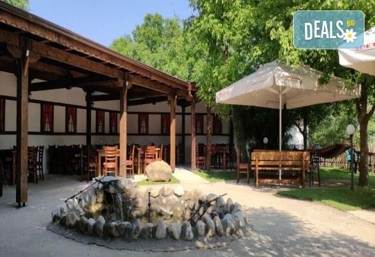 Почивка за ДВАМА в Добринище! 2 нощувки със закуски и 1 вечеря за ДВАМА в къща за гости Андрееви - Снимка 18