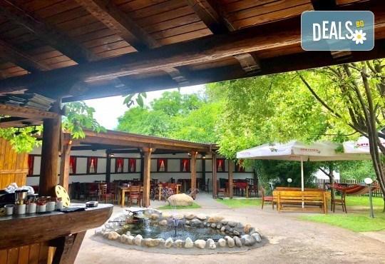 Почивка за ДВАМА в Добринище! 2 нощувки със закуски и 1 вечеря за ДВАМА в къща за гости Андрееви - Снимка 15