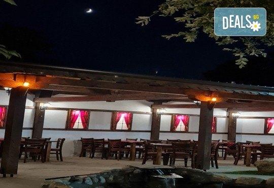 Почивка за ДВАМА в Добринище! 2 нощувки със закуски и 1 вечеря за ДВАМА в къща за гости Андрееви - Снимка 16
