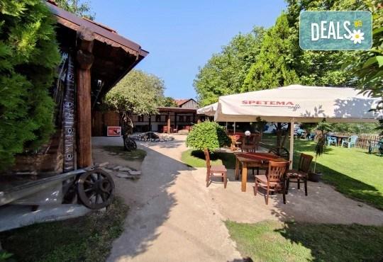 Почивка за ДВАМА в Добринище! 2 нощувки със закуски и 1 вечеря за ДВАМА в къща за гости Андрееви - Снимка 17